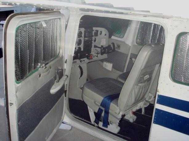 N5221L.Door.int